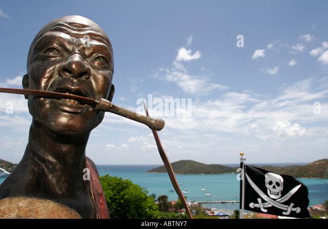 St. Thomas USVI Charlotte Amalie Blackbeard's Hill pirate statue Jolly Roger flag knife - Stock Image
