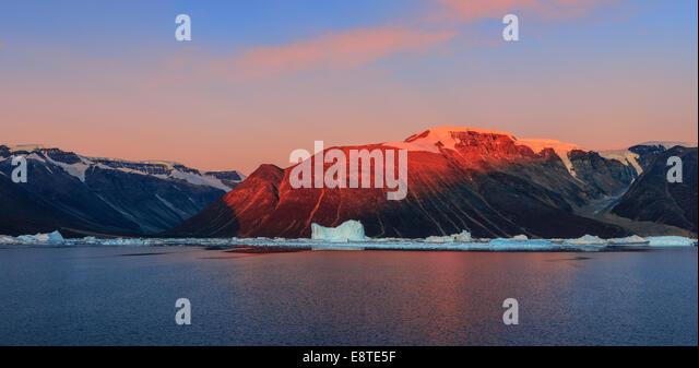 Sunrise in the Røde Fjord, Scoresbysund, Greenland - Stock Image