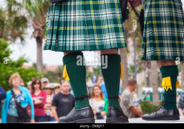 Pipers in kilts at Latham Plaza, Jacksonville Beach, Florida, USA during the Celtic Festival - Stock Image