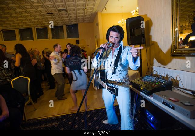 Darren Graceland Jones, performing at an Elvis Presley tribute night, Marine Hotel Aberystwyth, UK - Stock Image