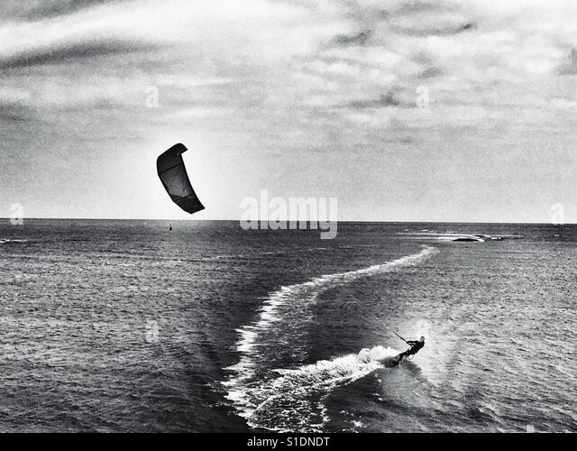 Kiteboarding Shingle Street Suffolk England - Stock-Bilder