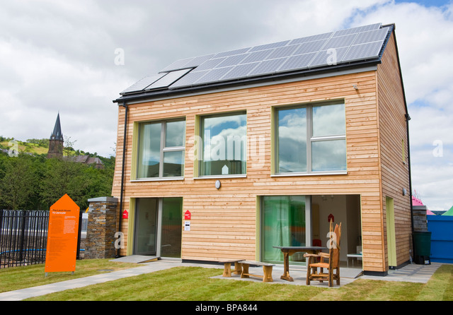 Timber clad zero carbon passive house with triple glazed windows & roof covered with solar panels for electricity - Stock Image