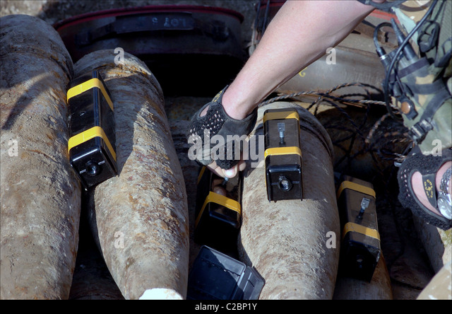 Members from the 1st Battalion Welsh guards on their tour of duty in Iraq bomb disposal team get ready to defuse - Stock Image