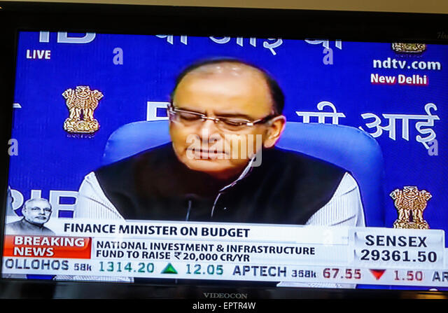 India Asian Mumbai television screen tv monitor cable NDTV budget Finance Minister Arun Jaitley - Stock Image