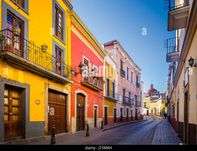 Street in Guanajuato, Mexico ------ Guanajuato is a city and municipality in central Mexico and the capital of the - Stock Image