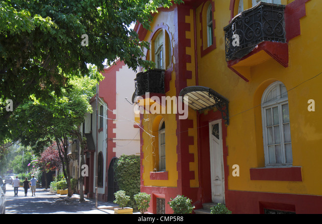 Chile Santiago Providencia Calle Tomas Andrews residential neighborhood flats apartments housing two story building - Stock Image