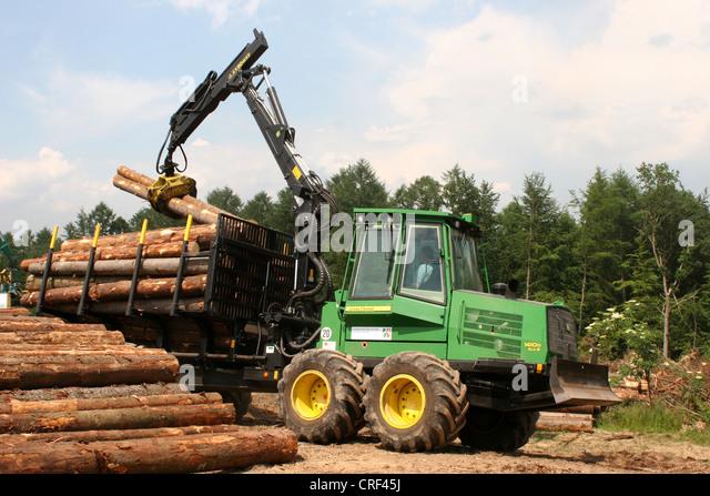 Norway spruce (Picea abies), forwarder handling spruce logs, Germany, North Rhine-Westphalia, Sauerland - Stock Image
