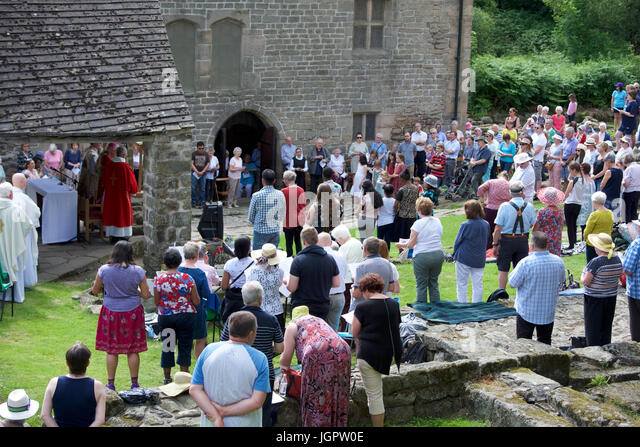 Grindleford Derbyshire, UK. 9th July, 2017. Hundreds of Catholics from the dioceses of Hallam and Nottingham attend - Stock-Bilder