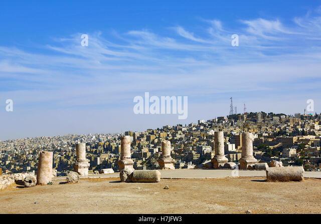 Pillar ruins in the Amman Citadel, Jabal Al-Qala, Amman, Jordan - Stock Image