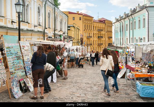 Andriyivskyy Descent (Andriyivs?kyi uzviz) a famous road with curio stalls in Kiev, the capital of Ukraine. - Stock-Bilder