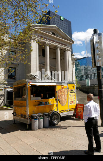 Middle Eastern food truck in front of the Vancouver Art Gallery building, Vancouver, British Columbia, Canada - Stock Image