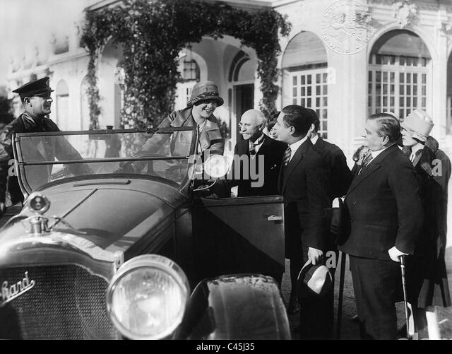 Movie scene with a car of the brand Packard, 1930 - Stock-Bilder