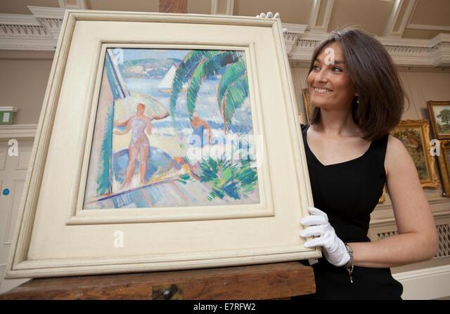 Edinburgh, Scotland. 22nd September, 2014. Saskia Robertson, of  Bonhams, prepares paintings for the Bonhams Scottish - Stock-Bilder