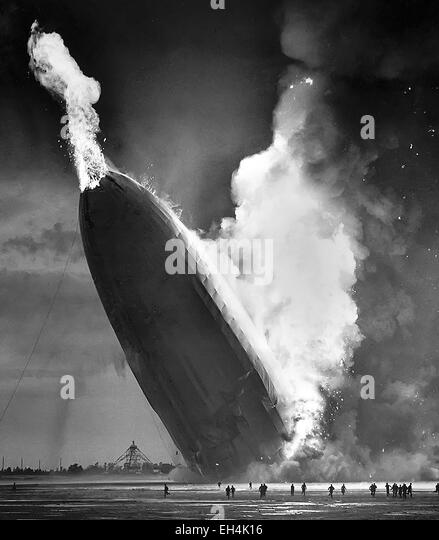 HINDENBURG DISASTER  The German passenger airship LZ129 catches fire during an attempt to dock with it's mooring - Stock-Bilder
