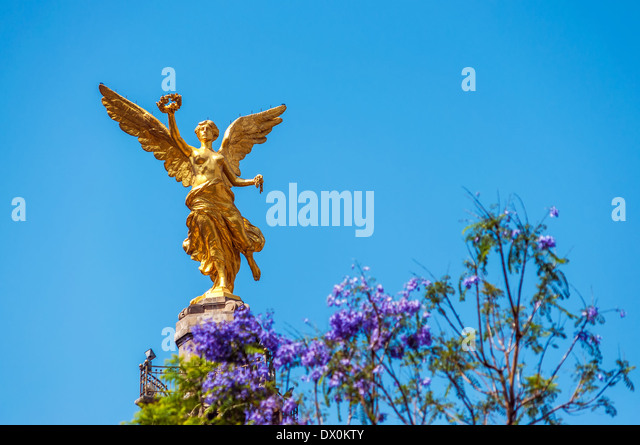 Golden colored Angel of Independence in Mexico City - Stock Image