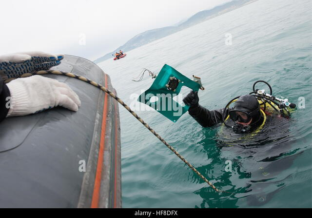 SOCHI, RUSSIA - DECEMBER 28, 2016: A diver during a search and rescue operation at the crash site of a Russian Defence - Stock-Bilder
