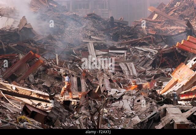 NYC Fire fighter walks over smouldering fires and wreckage at Ground Zero, Sept. 18, 2001. World Trade Center, New - Stock-Bilder