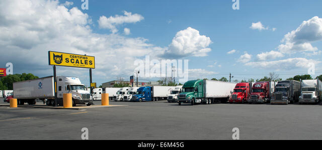 Truck scales at Pilot Travel Centers Truck Stop, Milford, CT. - Stock-Bilder