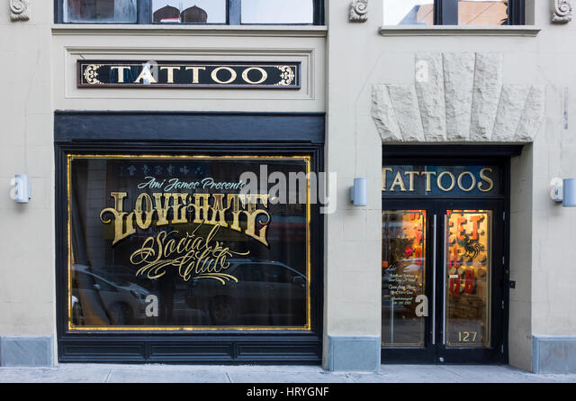 Tattooing at Love Hate Social Club in New York City - Stock Image
