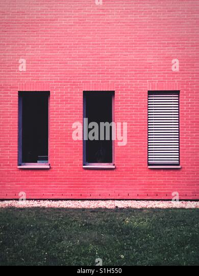 Windows with blinds raised or shut close - Stock-Bilder