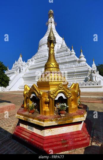 White stupa of Pahtodawgyi Pagoda in Amarapura, Mandalay, Myanmar (Burma) - Stock-Bilder