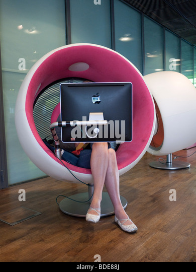 Sonic chair multimedia pod at new Varldskulturmuseet in Gothenburg Sweden August 2009 - Stock-Bilder