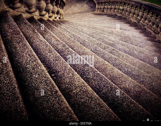 Curving stone steps on Ashton memorial in Lancaster - Stock-Bilder