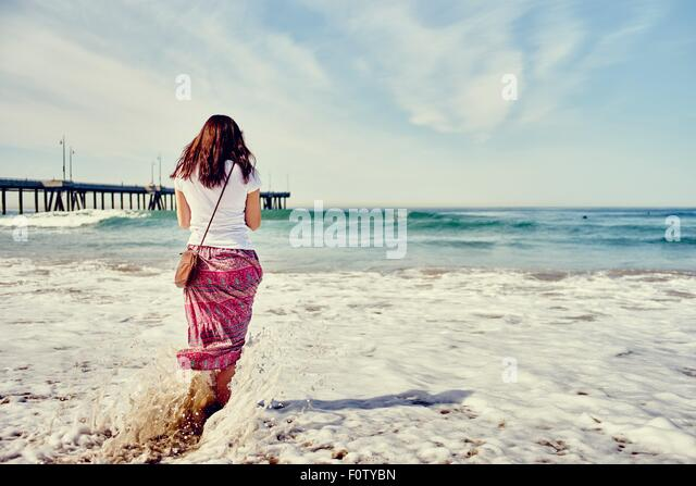 Rear view of woman paddling, Venice Beach, Los Angeles, California - Stock-Bilder