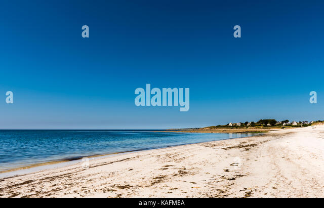White sandy beach and clear blue skies in Brittany, France - Stock Image