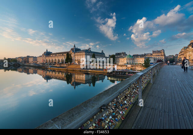 the Musée d'Orsay and River Seine from Pont Solférino at dawn, Paris, France - Stock-Bilder