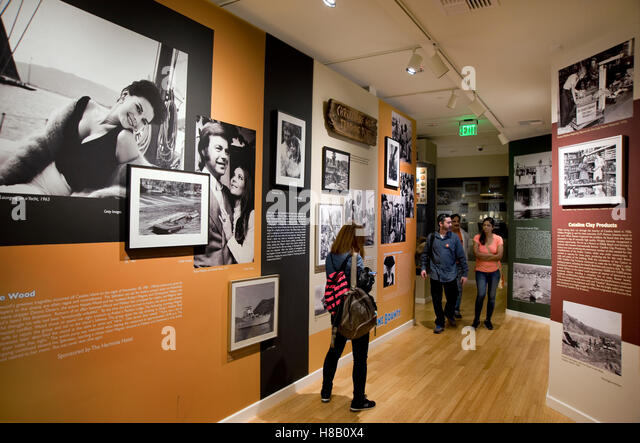 Display concerning the mysterious death of actress Natalie Wood at the Catalina Island Museum - Stock-Bilder