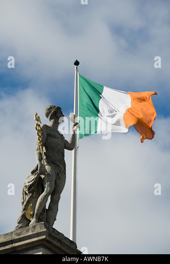 Statue on general post office building - Stock Image