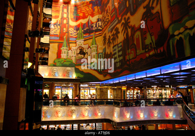 Cruise Ship Carnival Valor Lobby and Shopping Promenade with Colonial America theme - Stock Image