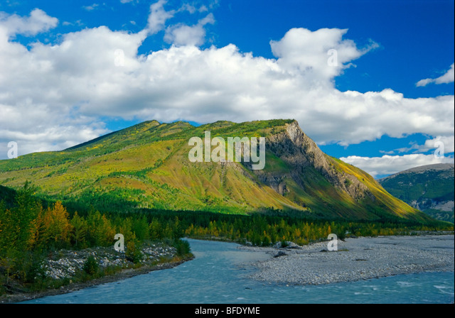 Racing River looking north to Goat Mountain near Toad River, British Columbia, Canada - Stock-Bilder