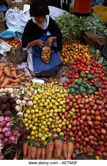 Ecuador Saquisili Market Otavalo Cotopaxi Chibuleos Indigenous natives women vendors produce - Stock Image