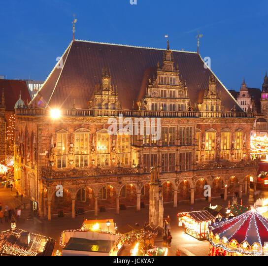 Altes Rathaus  und Weihnachtsmarkt am Marktplatz bei Abenddämmerung, Bremen, Deutschland    I  City  Hall with - Stock-Bilder
