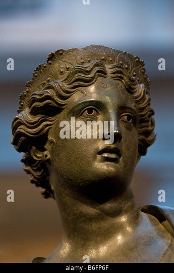 Greek Adonis Stock Photos & Greek Adonis Stock Images - Alamy | 345 x 540 jpeg 49kB