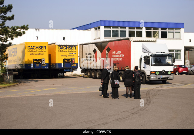 distribution lorry stock photos distribution lorry stock images alamy. Black Bedroom Furniture Sets. Home Design Ideas