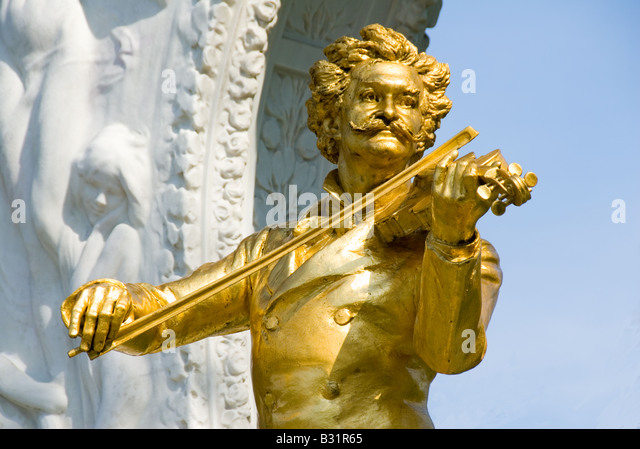 Statue to Strauss, Vienna Stadtpark Johann Strauss statue  Wien Classical music playing the violin Austria Austrian - Stock Image