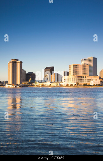 USA, Louisiana, New Orleans, skyline and the Mississippi River from Algiers, morning - Stock-Bilder