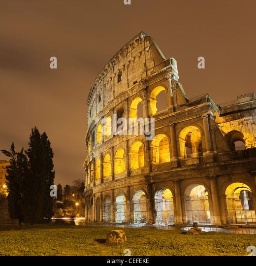 Roman Coliseum lit up at night - Stock-Bilder