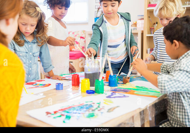 Students painting in classroom - Stock Image