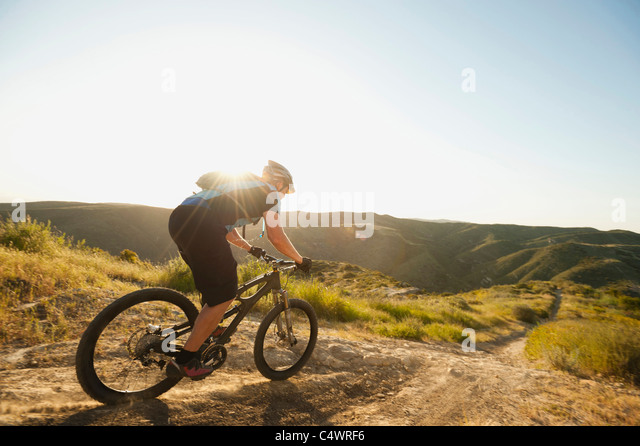 USA,California,Laguna Beach,Mountain biker riding downhill - Stock Image