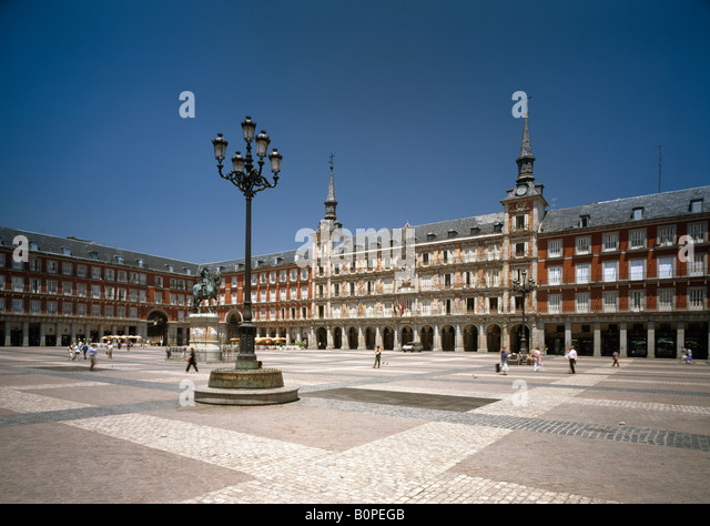 Kolonnade stock photos kolonnade stock images alamy - Casa de la panaderia madrid ...