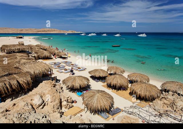 Beach, parasols, lagoon, swimmers, people, ships, Beach Mahmya, beach, Giftun Island, Hurghada, Egypt, Africa, Red - Stock Image