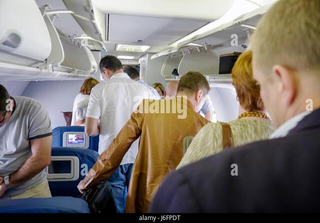 Atlanta Georgia Hartsfield-Jackson Atlanta International Airport Delta Airlines man men woman overhead compartment - Stock Image
