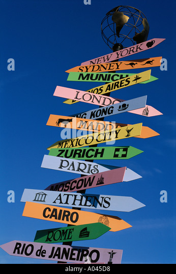 Signpost with major cities of the world - Stock-Bilder
