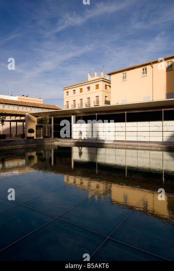 Water covering the L Almoina archaeological museum which contains excavated remains from Roman times in Valencia - Stock Image