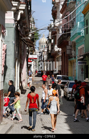 Street scene in Havann Viejo, People, shopping area, Havanna Cuba - Stock Image
