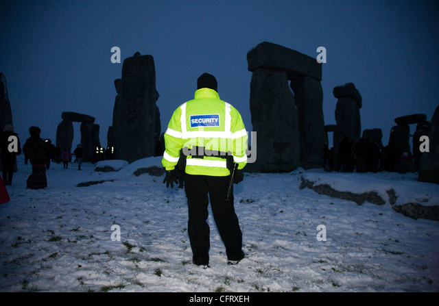 Security man guarding Stonehenge during the Winter Solstice - Stock-Bilder